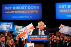 英國大選開跑 首相強森出師不利