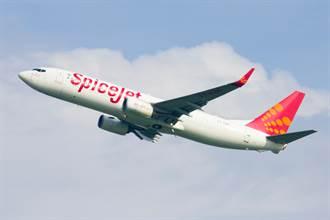 廉航窗破用膠帶黏照飛 乘客全氣炸