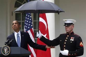 歐巴馬的政績 美國陸戰隊終於可以撐傘