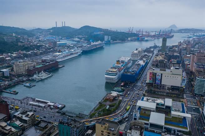 基隆港今年首度5輪會,年郵輪旅客可望破百萬。(基隆港務公司提供/許家寧基隆傳真)