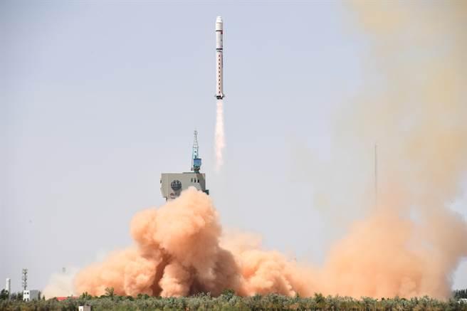 圖為大陸去年發射高分六號衛星,它是一顆低軌光學遙感衛星,主要針對農業、林業、草原等資源進行監測。(圖/新華社)