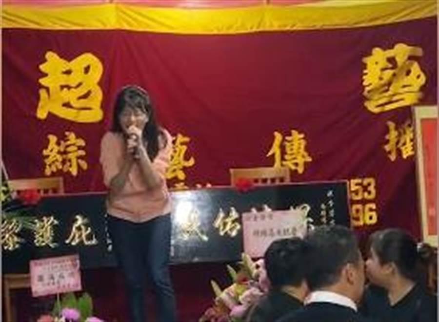高嘉瑜臉書貼出唱歌影片。