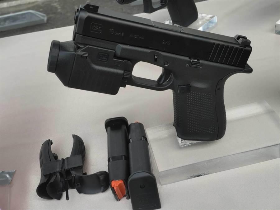 國安特勤新克拉克手槍,與美國秘勤局同步換裝。呂昭隆攝