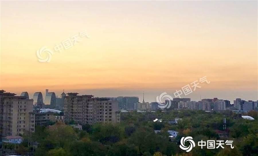 今天早晨,北京天氣晴朗。(照片取自中新網)