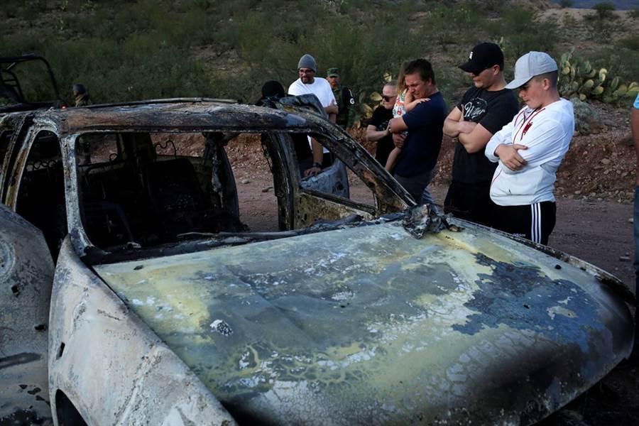 美國摩門教家庭在墨西哥遇襲,家屬重返現場受創。(圖/路透社)