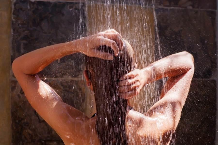 洗澡一半遭破門 室友竟帶男友硬闖(圖片取自/達志影像)