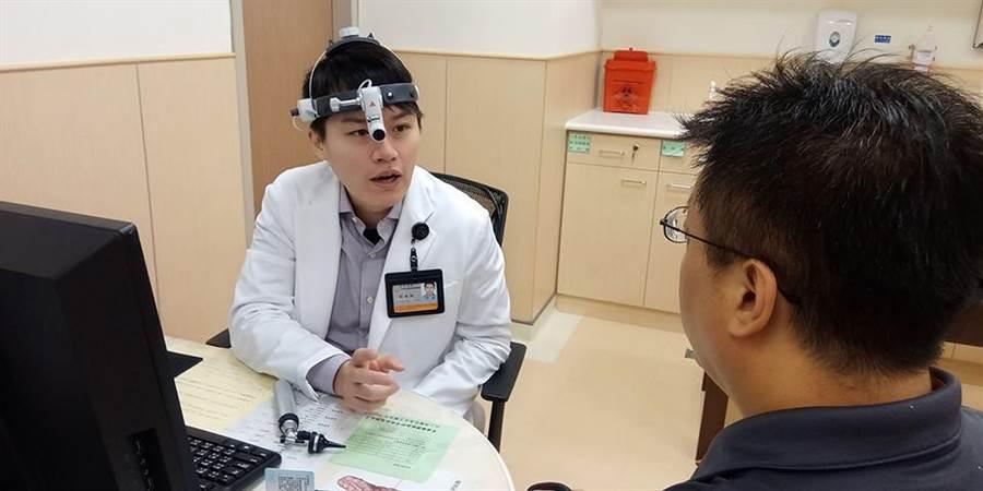 劉金瑞醫師利用神經監視器進行腮腺手術,提升成功機率。(安南醫院提供/程炳璋台南傳真)