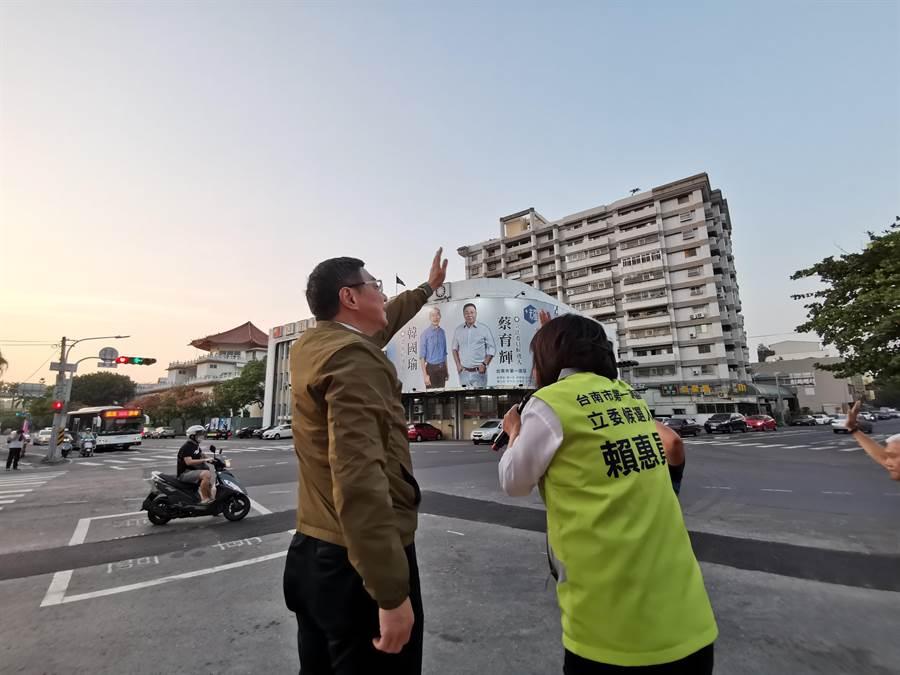 卓榮泰(左)7日下午到台南新營區與第1選區立委參選人賴惠員合體造勢。(劉秀芬攝)