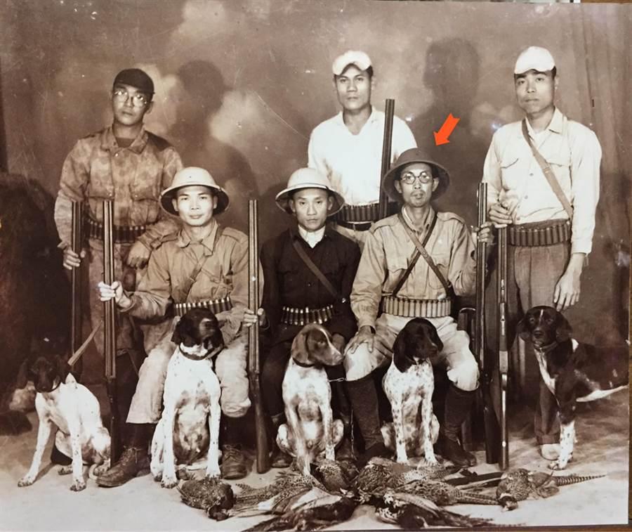 翻出爺爺71年前舊照 網揭黑暗史(圖/摘自臉書《爆廢公社公開版》)