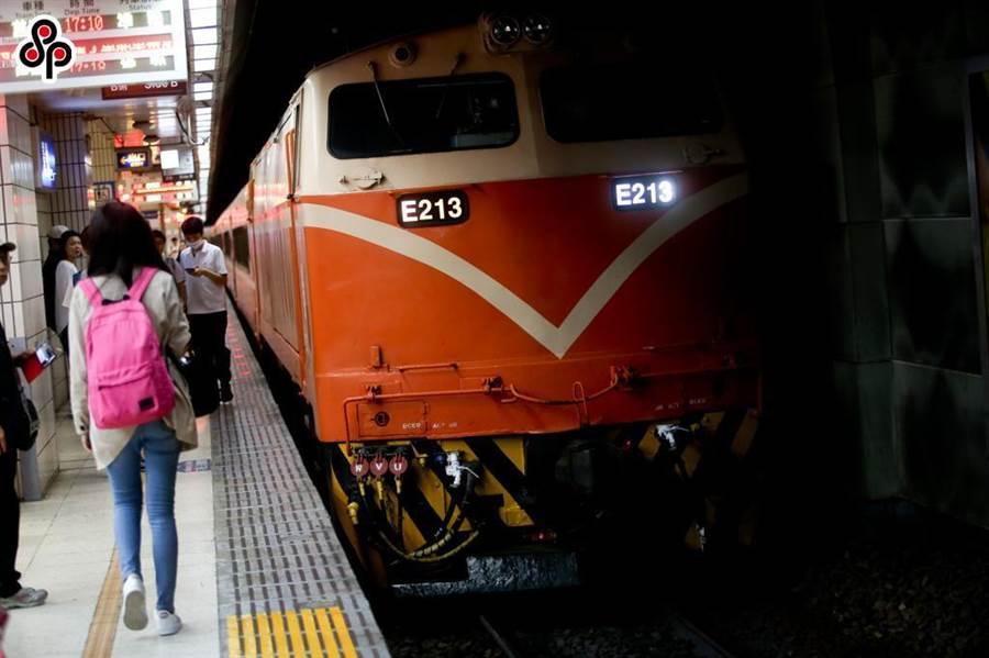 台鐵耗資千億採購1282輛新車,未來會逐步汰換老舊的莒光號與復興號。(本報系資料照)