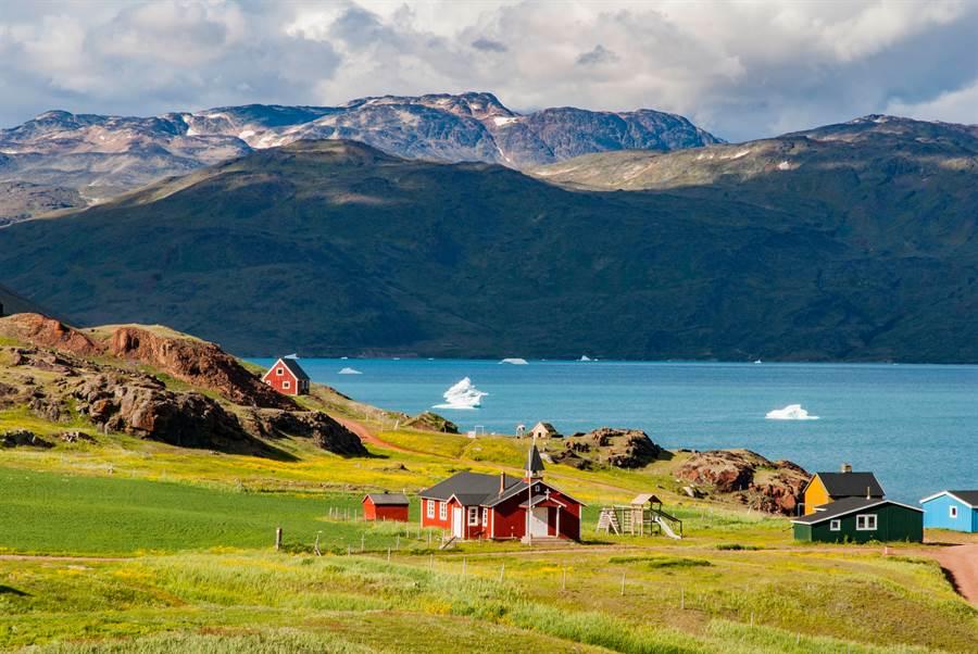 美國總統川普8月遭爆想買丹麥格陵蘭島,但碰了一鼻子灰。美國駐烏克蘭代理大使泰勒上月作證時說,國安團隊為了制止川普買格陵蘭忙得不可開交,沒人有餘力討論軍援烏克蘭事宜。(摘自shutterstock)