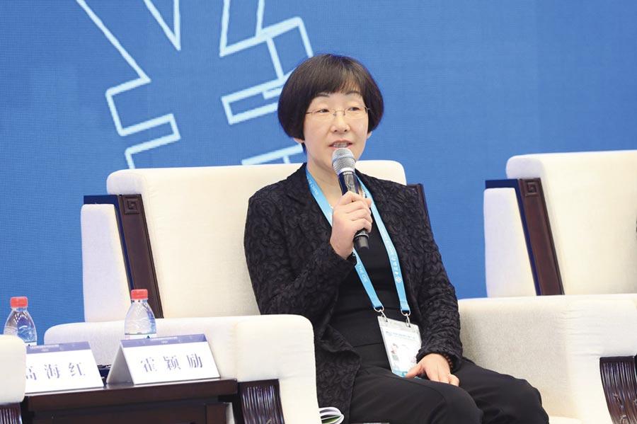 中國人民銀行宏觀審慎管理局局長霍穎勵6日出席上海一場論壇時稱,人民幣國際化就是不斷放寬人民幣跨境限制的過程,現在對人民幣跨境使用沒有任何限制。圖/新華社