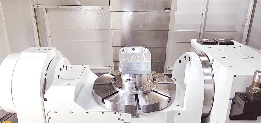 常銘C系列五軸加工機搭載雄克零點快換系統,成功演示如何提升生產效率。圖/業者提供