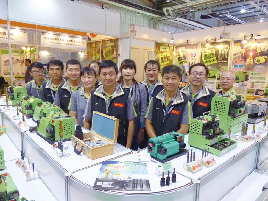 台利村行銷團隊由董事長廖明城、總經理廖明科帶領全力搶攻台中自動化機械展商機。圖/莊富安