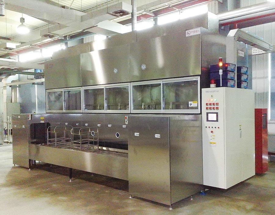 宜進引進的環保無味碳氫清洗劑,可應用於各式碳氫超音波洗淨設備。圖/宜進提供