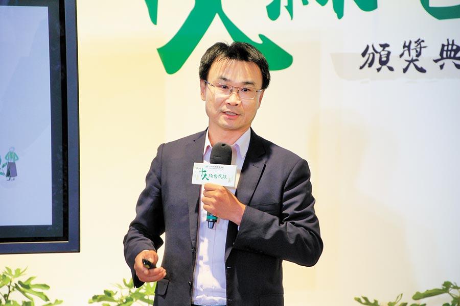 農委會主委陳吉仲昨天出席「第一屆十大綠色照顧優良典範頒獎典禮」。(陳人齊攝)
