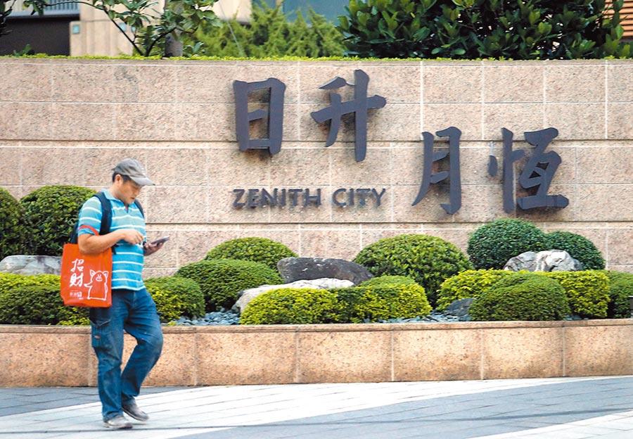 高雄市長韓國瑜6日被媒體報導,曾經斥資7200萬元購買位於南港區的豪宅,對此韓營澄清,當年只有準備頭期款及部分利息金額,且早已賠本脫手。(范揚光攝)