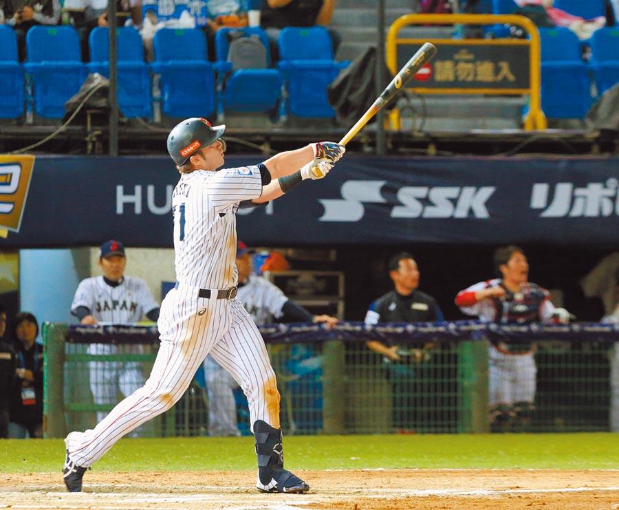 世界棒球12強賽日本對波多黎各,日本隊鈴木誠也擊出3分全壘打。(陳麒全攝)