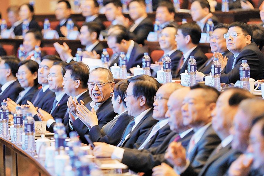 聯合國公布一項報告指出,美陸貿易戰意外讓台灣成為最大受益者,但是工商業界及學者看法則頗不以為然。圖為2019兩岸企業家紫金山峰會。(中新社)