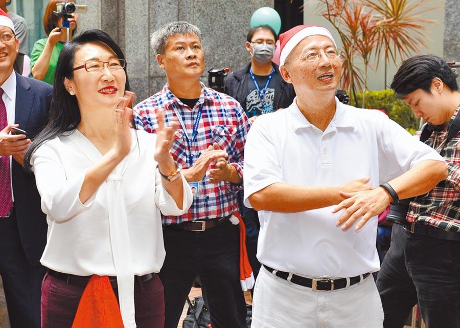 TVBS董事會通過由王雪紅夫婿陳文琦(右)任董事長,但NCC遲遲不放行。(本報資料照片)
