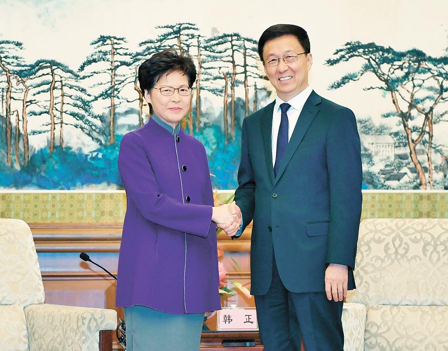 韓正在北京釣魚台國賓館會見香港特別行政區行政長官林鄭月娥。(新華社)