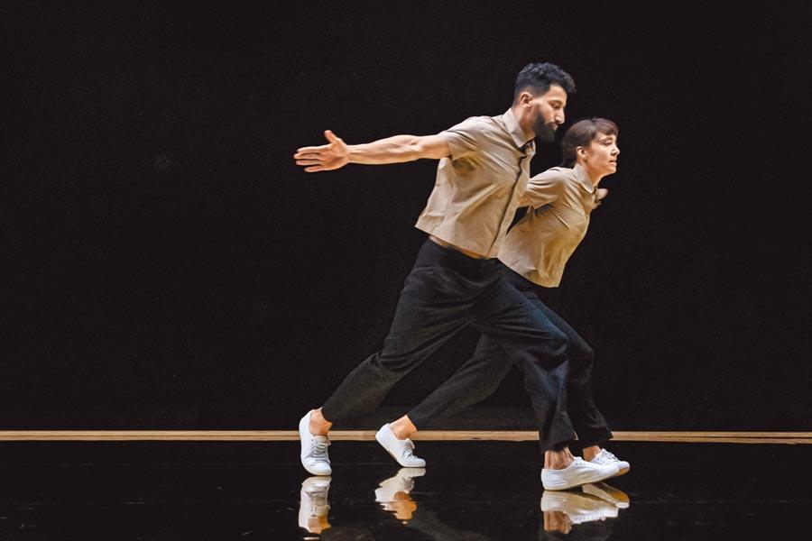愛馬仕邀請法國舞蹈家來台表演,為「流光鏈影」珠寶展揭開序幕。(HERMES提供)