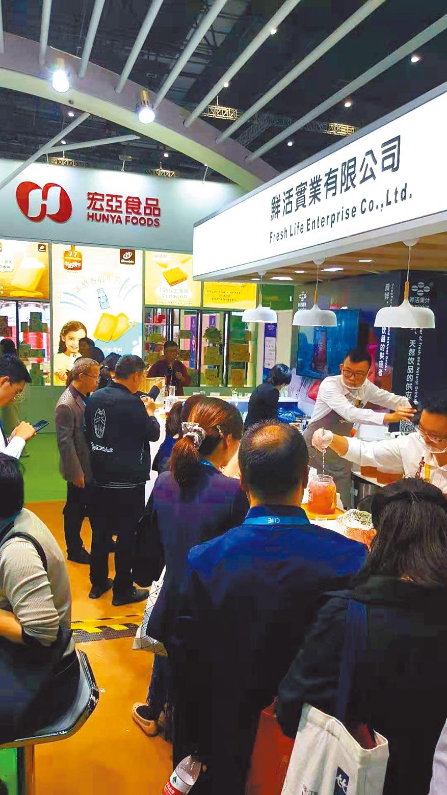 第二屆進博會上,不少台灣知名食品業者參展。(記者葉文義攝)