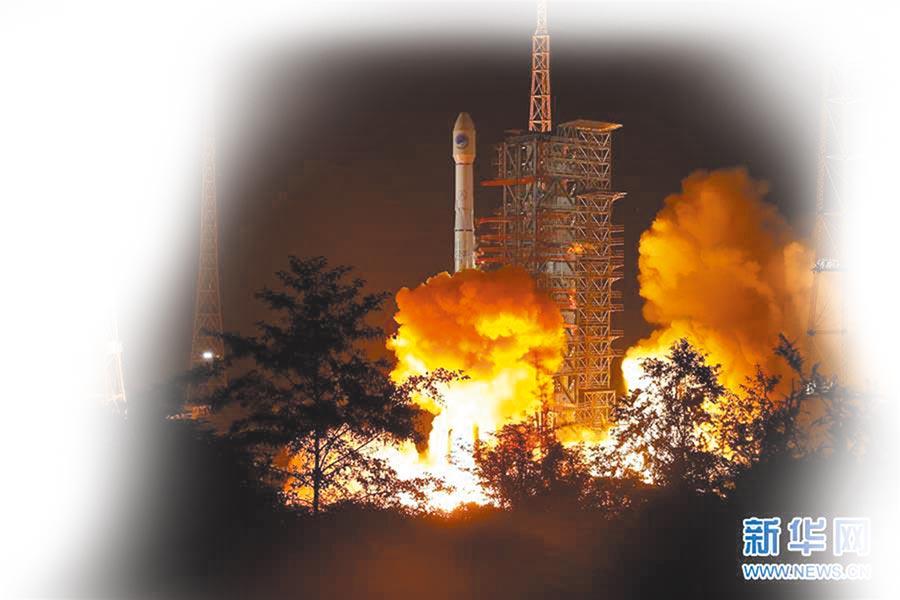 11月5日1時43分,西昌衛星發射中心用長征三號乙運載火箭,成功發射第49顆北斗導航衛星。 (新華社)