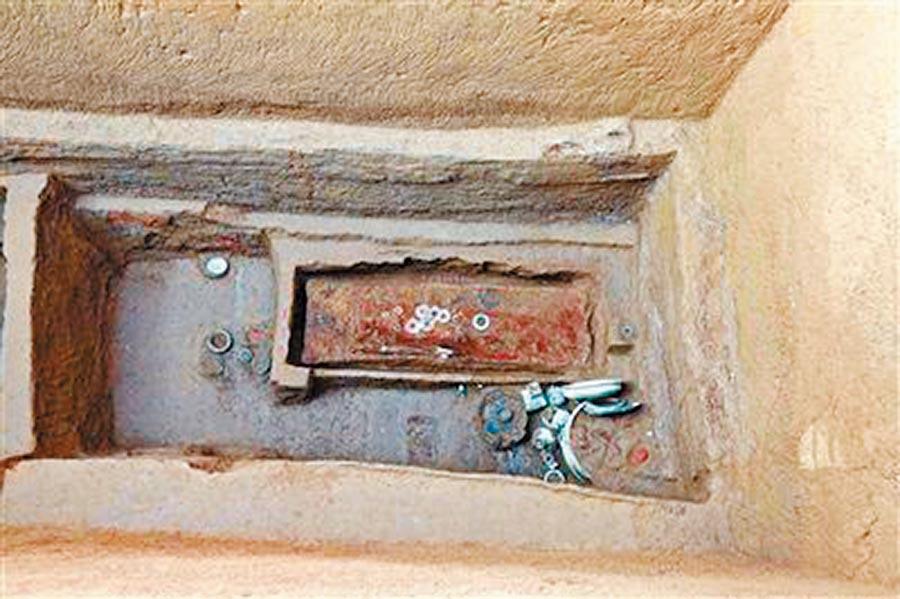 秦漢新城出土蜀守斯離督造的銅器。(取自《西安日報》)