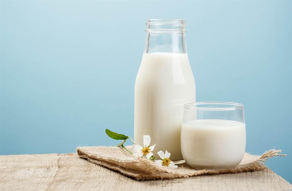 自己買的牛奶常被偷喝,她一氣之下在牛奶裡「加料」。(圖/達志影像)