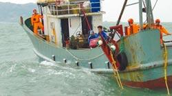 馬祖海巡出擊 逮陸越界漁船