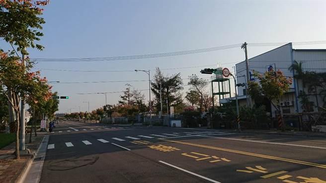 交通管控更人性化!豐工路與豐工路318巷口設自動感應號誌。(台中市交通局提供/盧金足台中傳真)