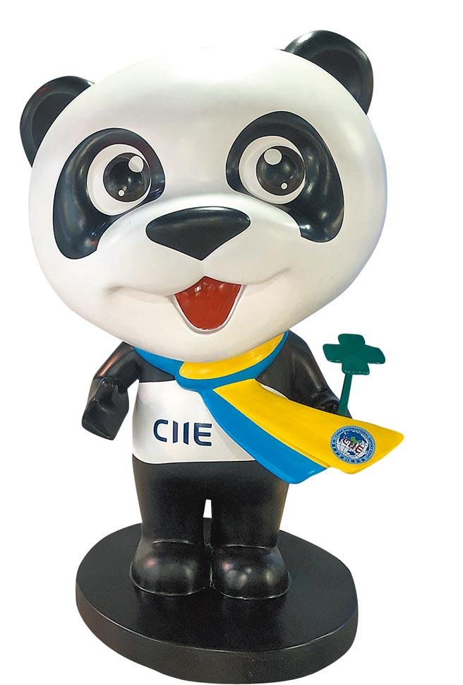 進博會吉祥物大熊貓「進寶」的形象隨處可見。