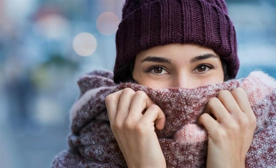 最近天氣轉涼,不少人也因此患上了「心病」。(達志影像/shutterstock)