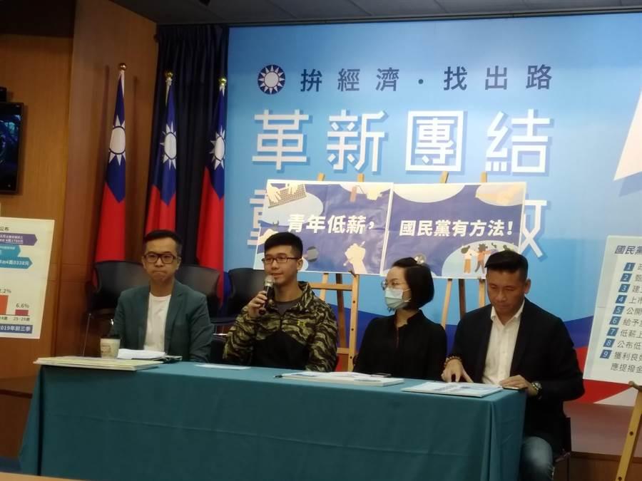 國民黨召開記者會畫面(記者季節攝)