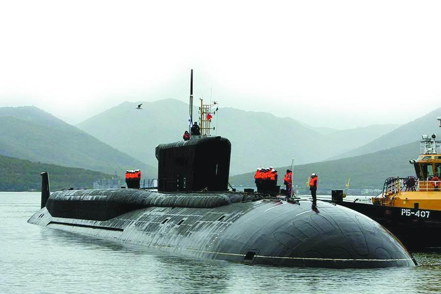露天停靠在碼頭的俄海軍「北風之神」級戰略核潛艇。(圖/環球時報)