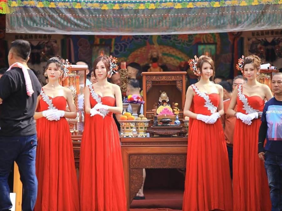 廟會祭8名爆乳禮生 高顏值掀暴動(圖片取自/Candy&糖糖 FB)