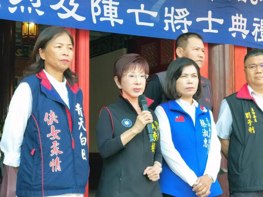 國民黨台南市立委參選人、前黨主席洪秀柱(左二)痛批民進黨「去中國化」陰謀。(洪榮志攝)