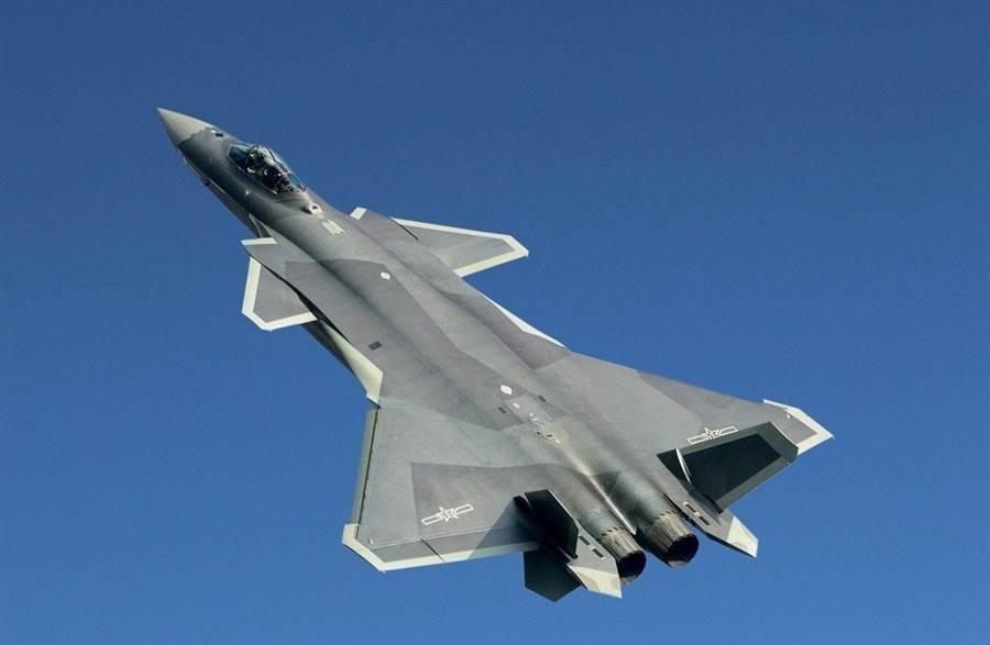 中印兩國向來不睦,加上殲-20名氣大,印度光輝戰機服役後,印度網民熱議兩架戰機對戰的勝負機率。(圖/新華社)