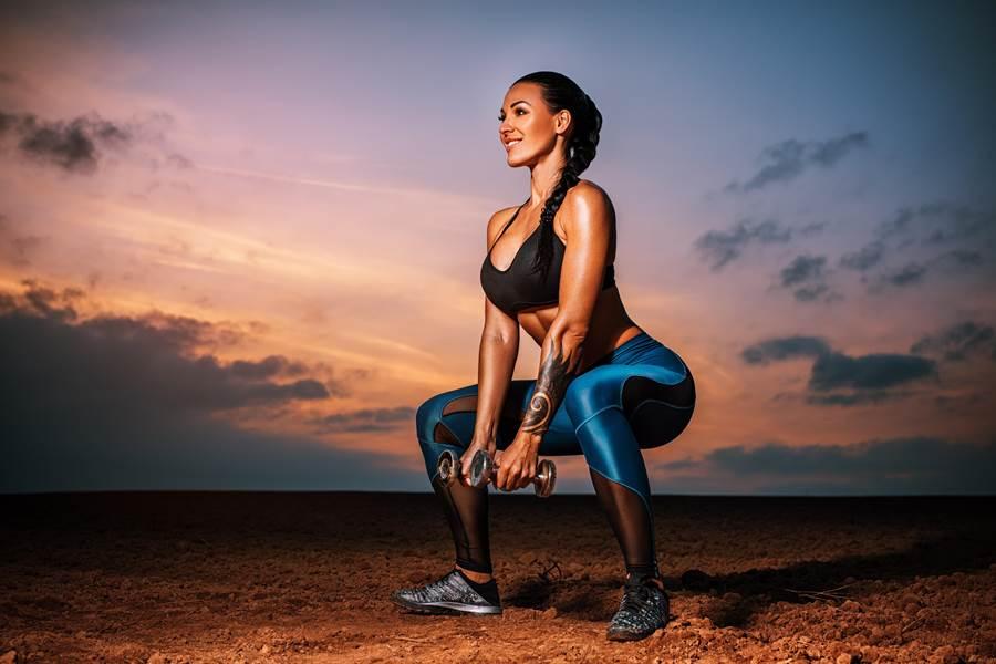 3種簡易又居家的臀部訓練,從練好基本動作開始,逐步喚醒臀部肌肉。「只要有毅力,歐美俏臀輕鬆練成」。(圖/shutterstock)