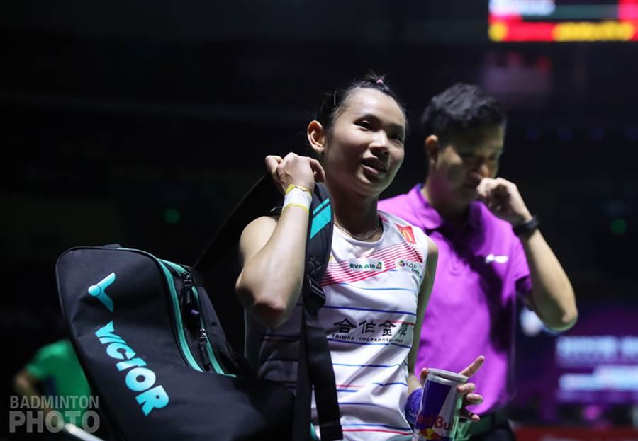 戴資穎在福州公開賽女單8強打滿3局力退金佳恩,賽後露出笑容。(badminton photo提供/李弘斌傳真)