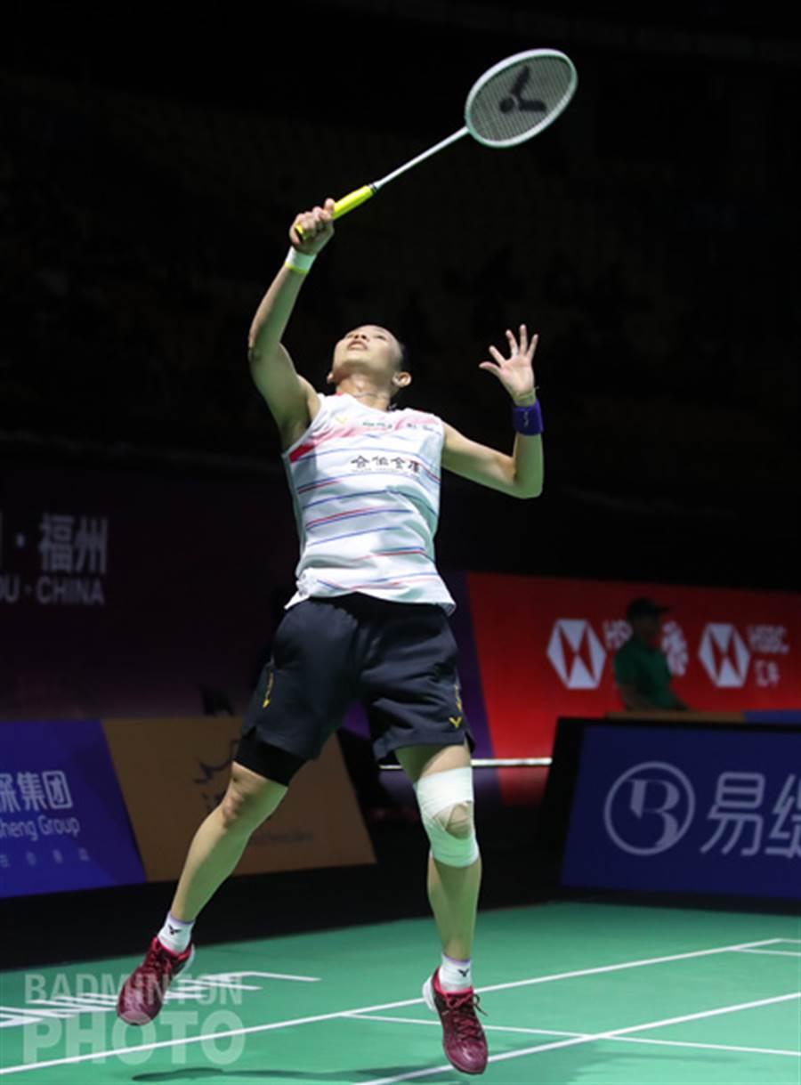 戴資穎左膝有著厚重的包紮。(badminton photo提供/李弘斌傳真)