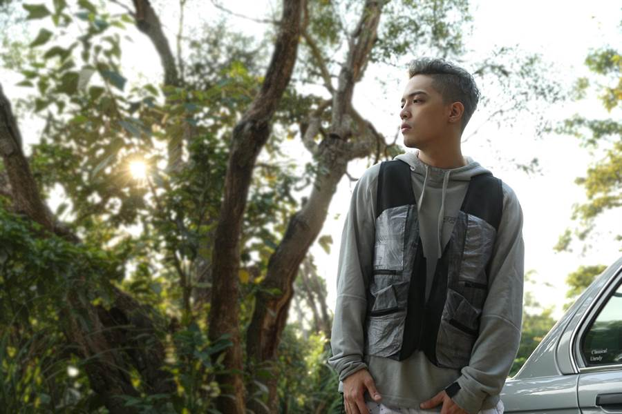 J.Sheon睽違2年將於11月25日推出全新專輯《巷子內》,首波單曲〈輸情歌〉MV已上線。(索尼音樂提供)