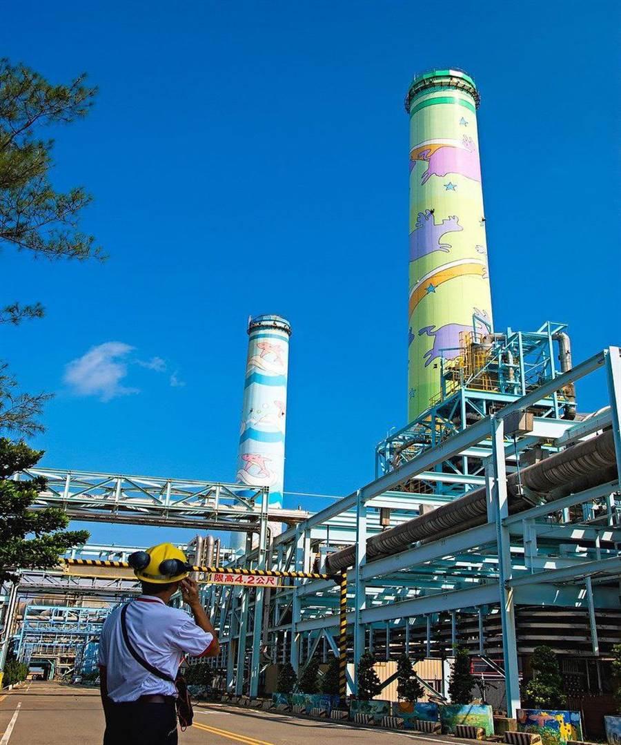 通霄電廠改建3部欣燃氣機組,經濟部長沈榮津今天下令,對外輸電的通霄345KV線路也要趕在夏天前5月完工才行。(圖:台電提供)