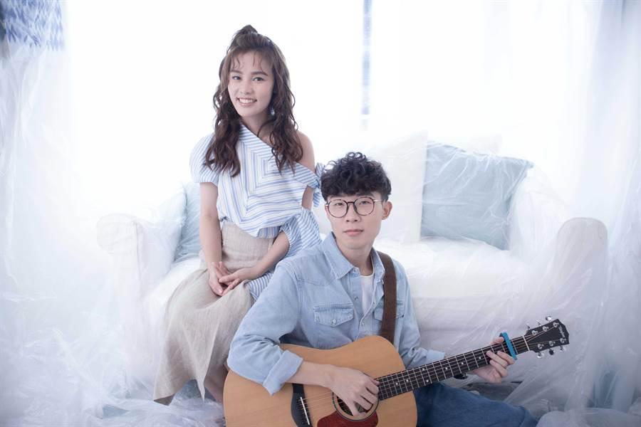 李佳歡新歌〈口語化〉邀請同門張孟權合作拍攝。(游手好弦娛樂提供)