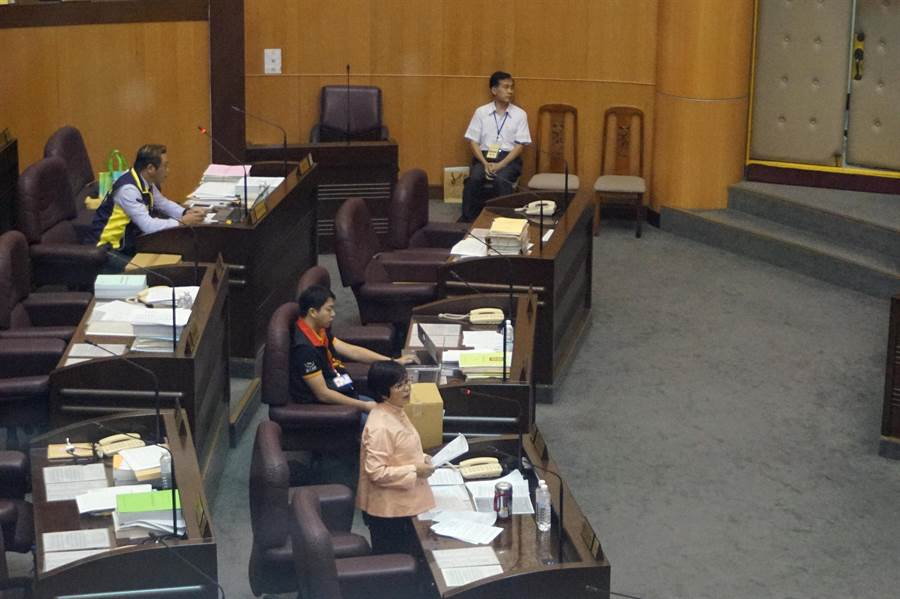 桃園市立陽明高中校長宋慶瑋到桃園市議會備詢。(甘嘉雯攝)