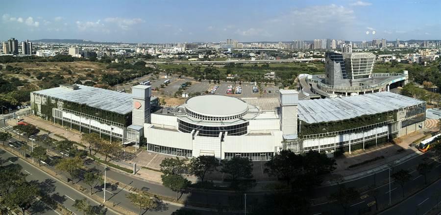交通部林佳龍8日視察新竹縣市重大交通工程,圖為新竹市近年最重要建設之1的藝文特區國際展演中心。(陳育賢攝)