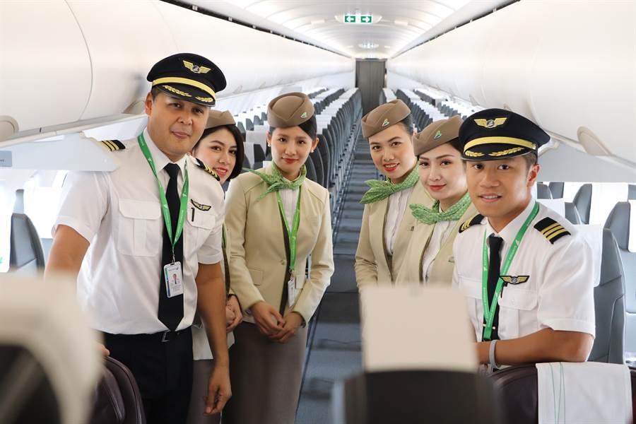 旅展現場也有專程來台的空服員。圖:越竹提供