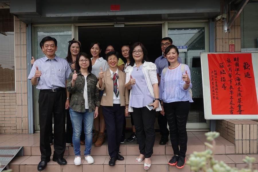 陸配感嘆台灣社會對陸配存有偏見與歧視。圖為海基會董事長張小月9月27日到屏東與陸配交流座談。(取自海基會臉書)