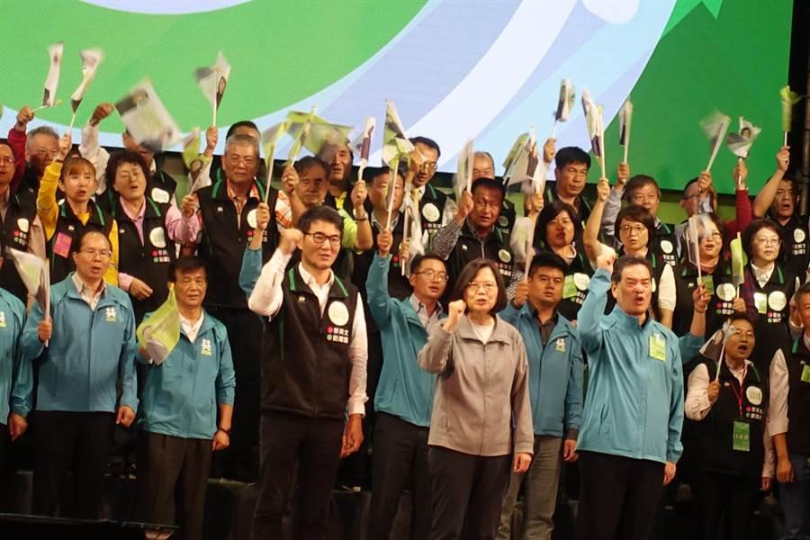 蔡英文總統8日晚間參加立委劉建國競選總部成立大會,她表示雲林是這次選舉最重要的地方。(周麗蘭攝)